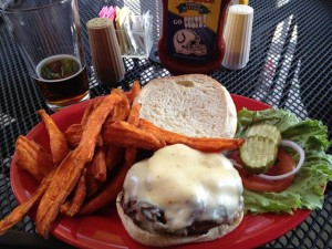 "Burger & Fries im ""The Garage"""