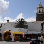 Marktstände und Pfarrkirche